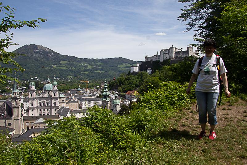 20 C&B Freizeit Salzburg_Freie Zeit für einen Spaziergang  mit Karin am Mönchsberg