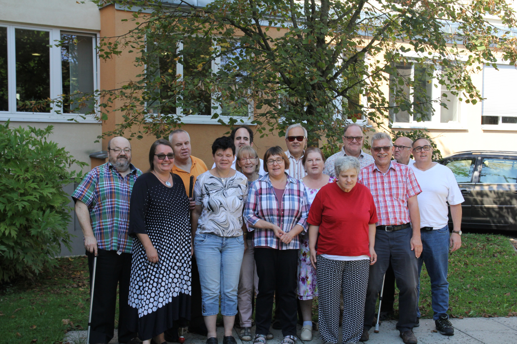 36 C&B Freizeit 16.09.2018 Gruppenfoto im Hof des JUFA Gästehauses